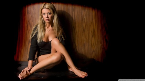 Tara-Reid-Feet-31aab8a242f6d051a3.jpg