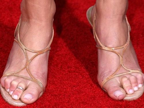 Tara-Reid-Feet-8a47ff158b9f32787.jpg