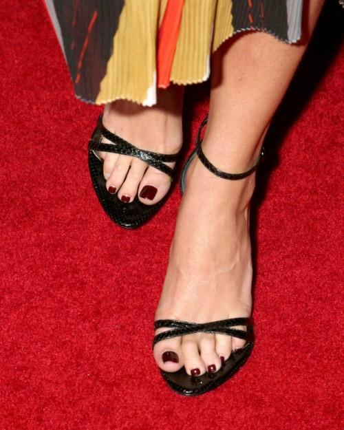 Taryn-Manning-Feet-19060c056cb12cc48.jpg