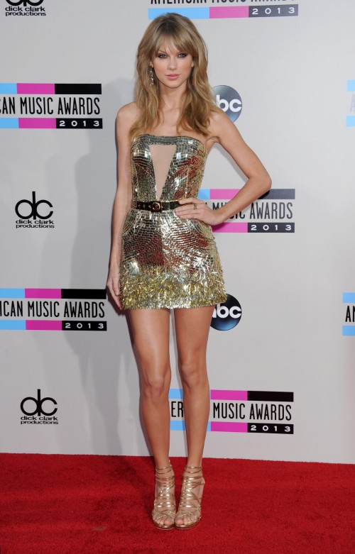 Taylor-Swift-Feet-11aac174325115fbdd.jpg