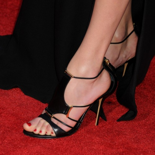 Taylor-Swift-Feet-12b7f95253c6f9eb28.jpg
