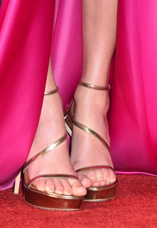 Taylor-Swift-Feet-156ed2e2b2ef727fb0.jpg