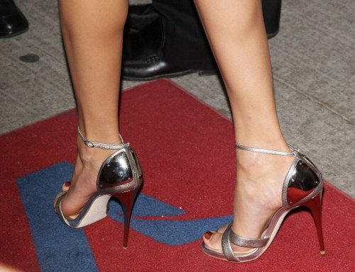 Taylor-Swift-Feet-9324439183041f5de.jpg