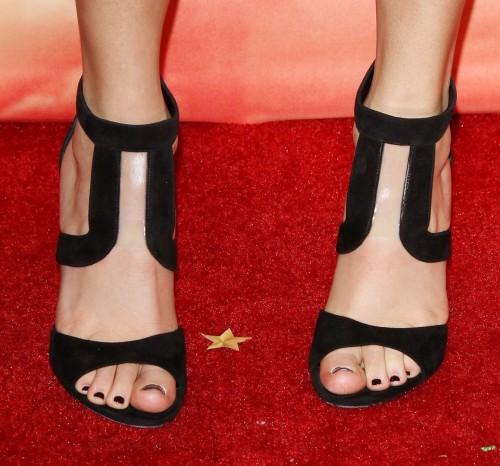 Taylor-Swift-Toes-10ca4f46949b060ade.jpg