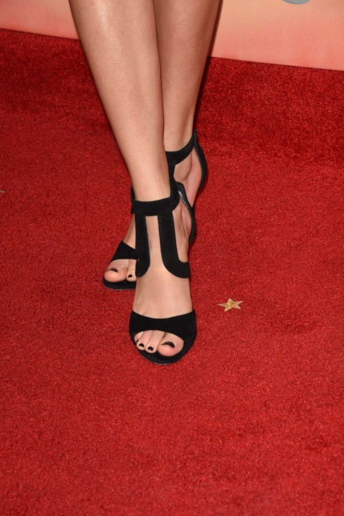 Taylor-Swift-Toes-1237b26d8c58610d6c.jpg