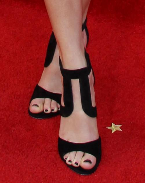 Taylor-Swift-Toes-976aa631eb3697f78.jpg