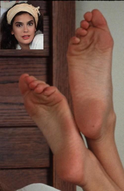 Teri-Hatcher-Feet-3f0cf154f22514881.jpg