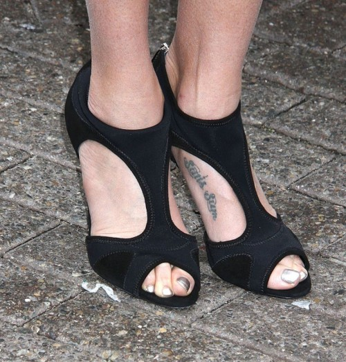 Teri-Hatcher-Feet-75740dce75bf2d088.jpg