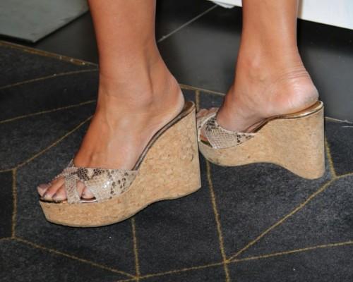 Tia-Carrere-Feet-173f6ba4d1d1430f5e.jpg