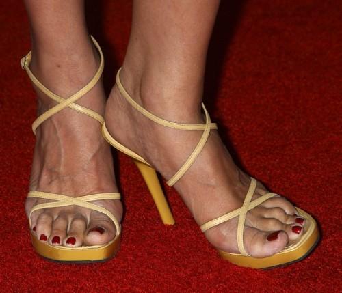 Tia-Carrere-Feet-224c659fdea335fd0.jpg