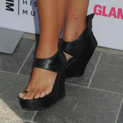 Tia-Carrere-Feet-2260b6ccfbdd15563e.jpg