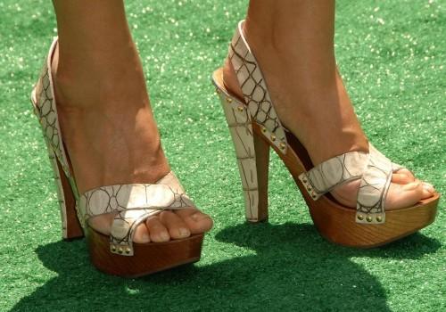 Tia-Carrere-Feet-3fc811f28f94dd475.jpg