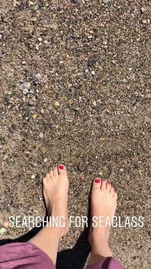 Tiffani-Thiessen-Feet-214ba8a798d09f8f47.jpg