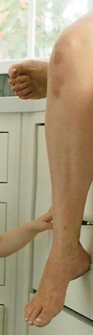 Tiffani-Thiessen-Feet-367974dadb7e438266.jpg