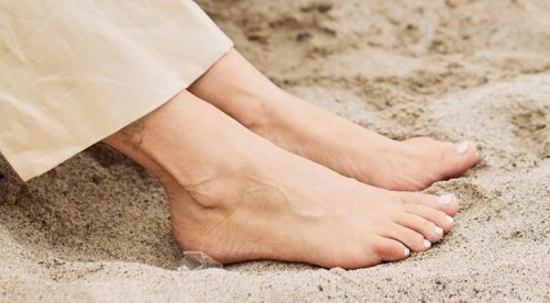 Tiffani-Thiessen-Feet-39d826ec911d7d947f.jpg