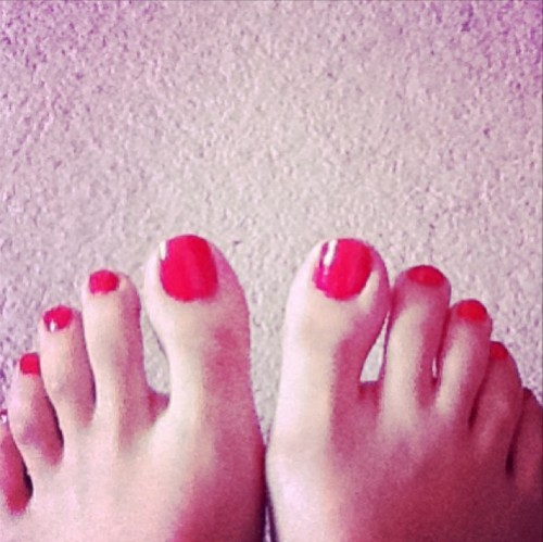Urwa-Hocane-Feet-5c010098737e710ff.jpg