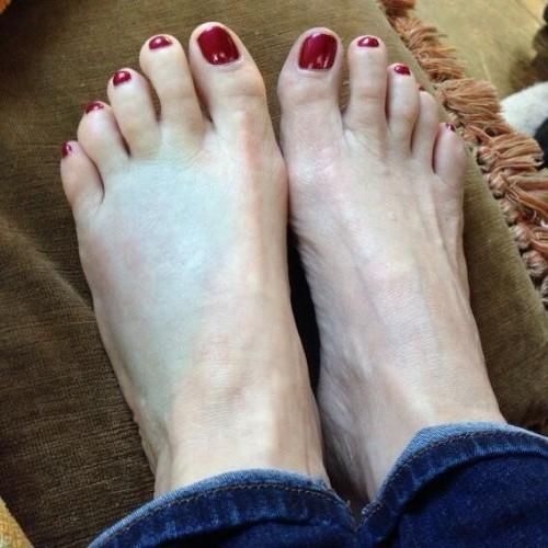 Valerie-Bertinelli-Feet-25a279d2397316ed3.jpg