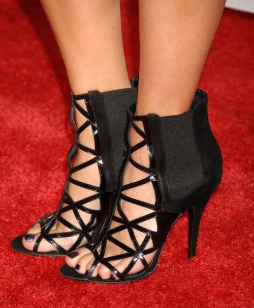 Vanessa-Hudgenss-Feet-4434701ea452442f89f.jpg