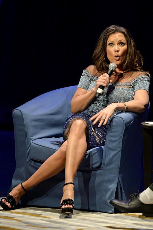 Vanessa-Williams-Feet-1362be8a1f157820ef.jpg