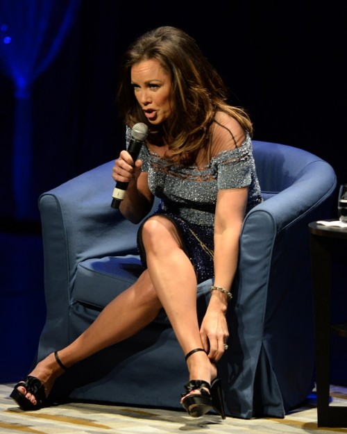 Vanessa-Williams-Feet-14e806dbe2ec6cdda8.jpg