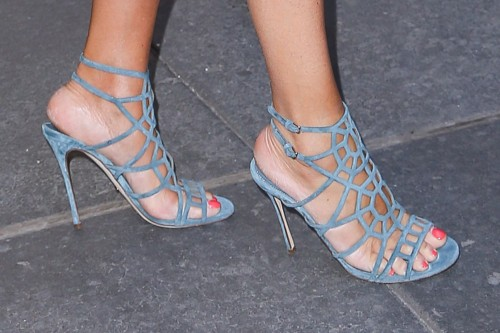 Vanessa-Williams-Feet-1533604a21501d50cf.jpg