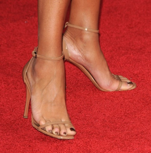 Vanessa-Williams-Feet-255dd7de34fbb2cc6.jpg