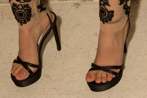 Victoria-Justice-Toes-117e583bfb0a0b0602.jpg