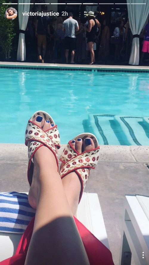 Victoria-Justice-Toes-1bf5895d60194abe4.jpg