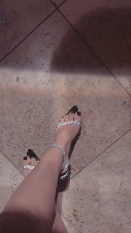 Victoria-Justice-Toes-3b65294fa6239a5fe.jpg