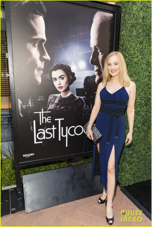 Wendi-McLendon-Covey-feet-88ce396e6c5cf87837.jpg