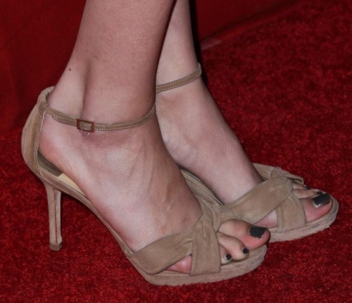 Willa-Hollands-feet-208847aac785fdb6666.jpg